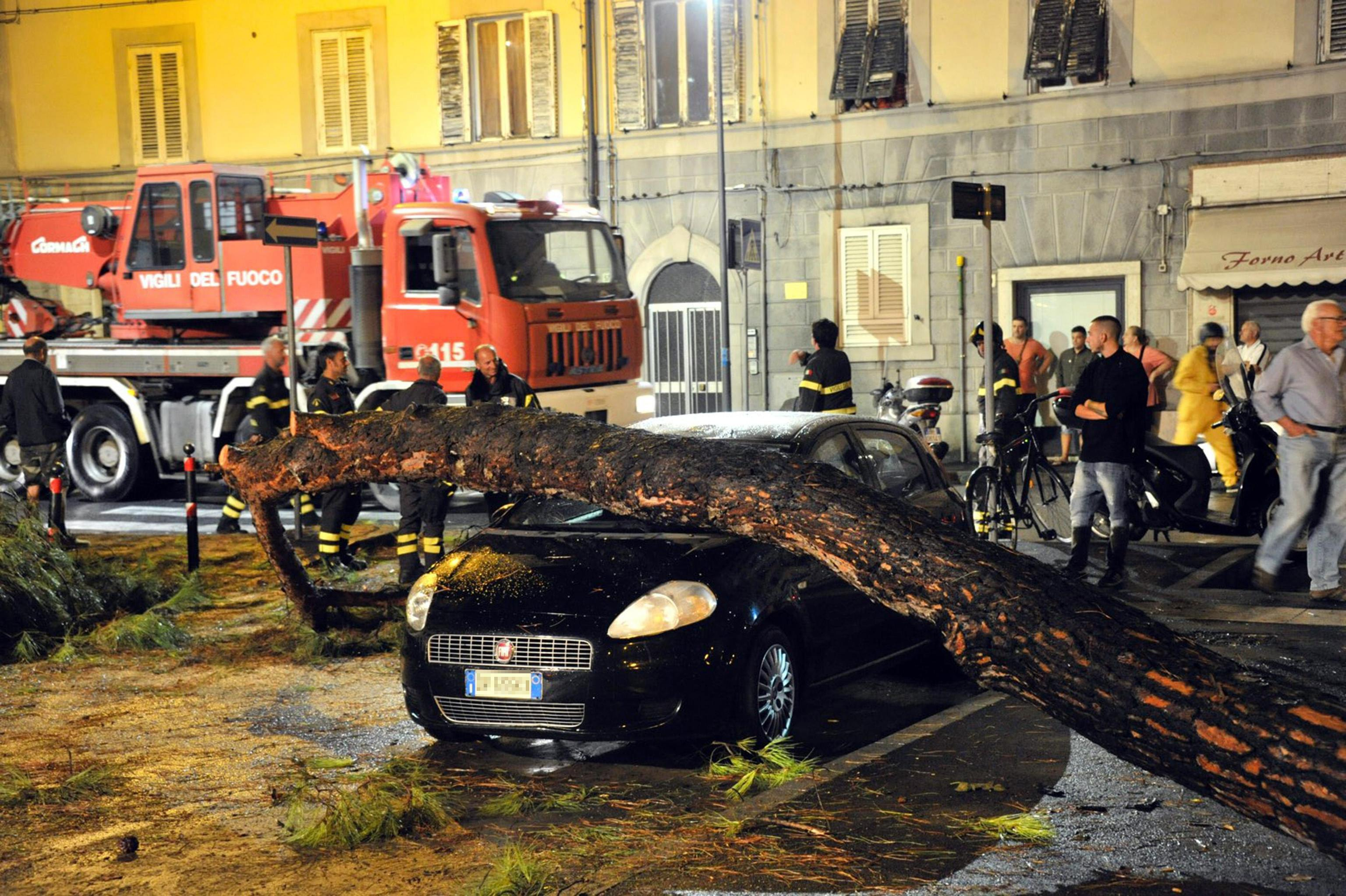 Several people dead due to flooding in Livorno